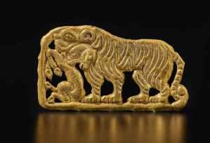 Plaque en or tigre et cerf, 5e-3e siècle AEC