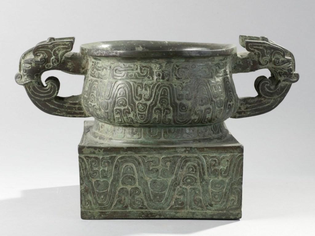 Vase gui en bronze, fonte au moule, entre -900 et -700