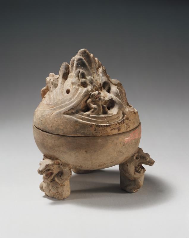 Brûleur d'encens en poterie, boshanlu, avec pieds en forme d'ours, fin des Han occidentaux au début de la dynastie des Han orientaux