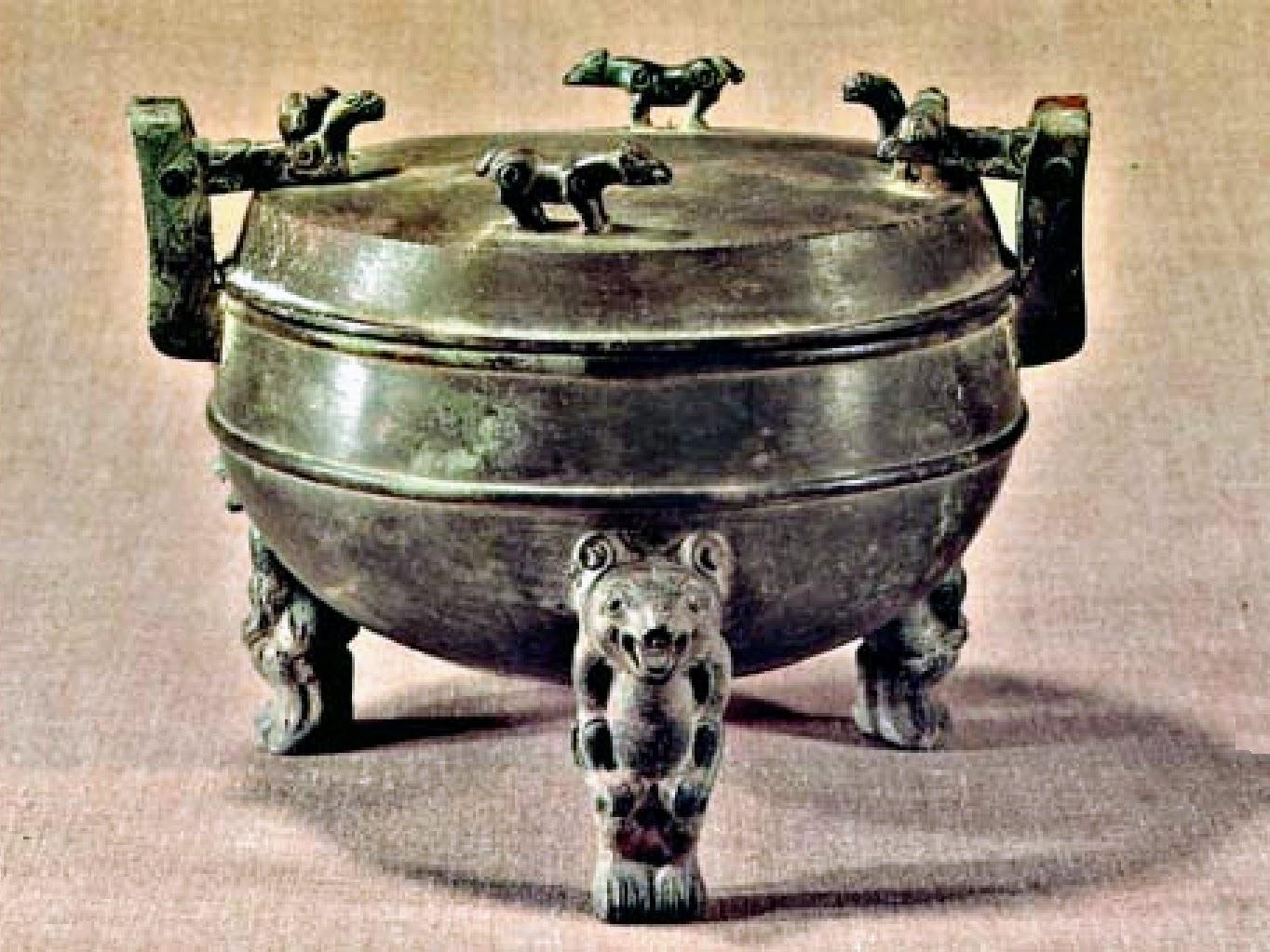 Ding en bronze _ pieds en forme d'ours, tombe de Liu Sheng, Han occidentaux