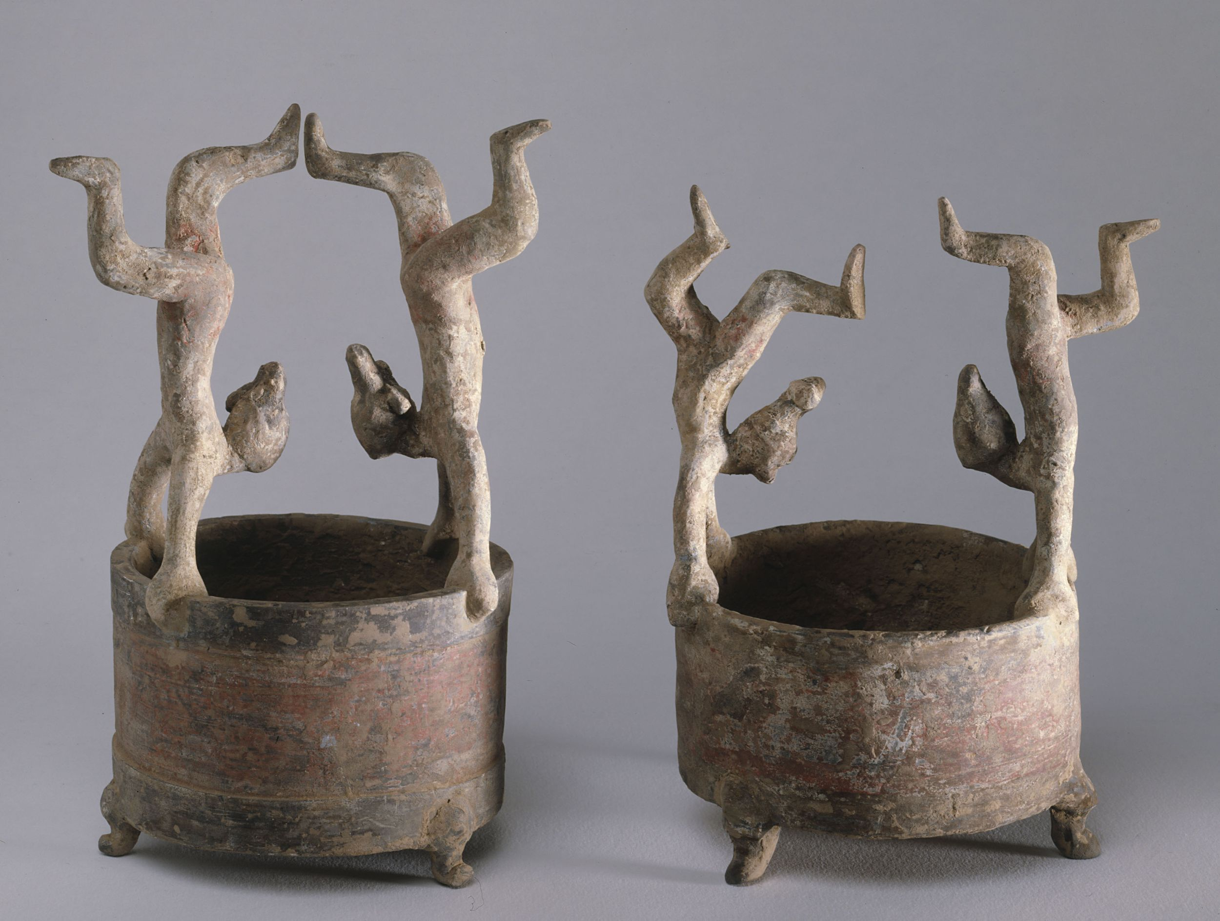 Vases pour réchauffer l'alcool, terre cuite, couleurs , pigments, dynastie Han de l'Est