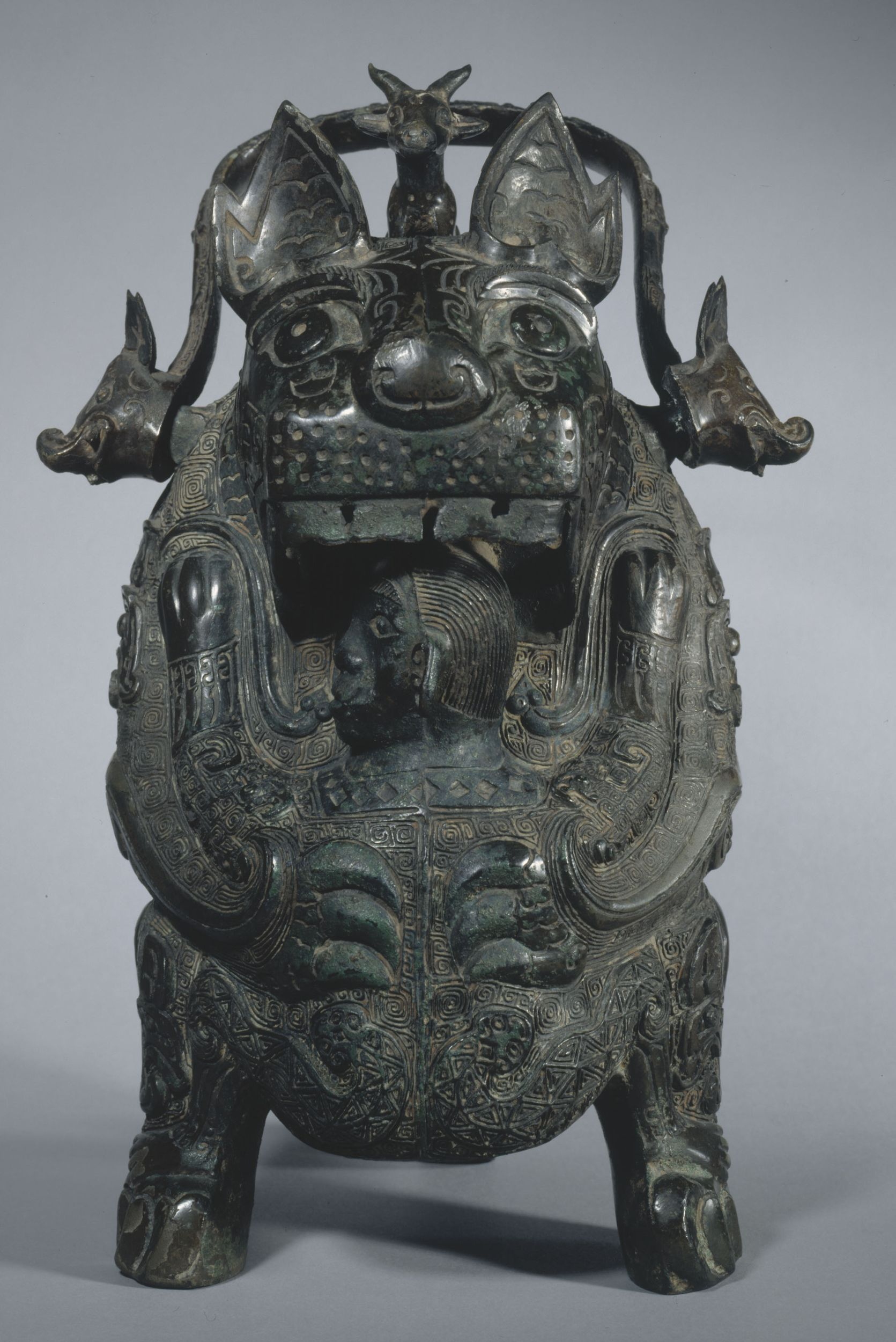 La Tigresse, vase 卣 you en bronze, entre 1100 et 1050 AEC