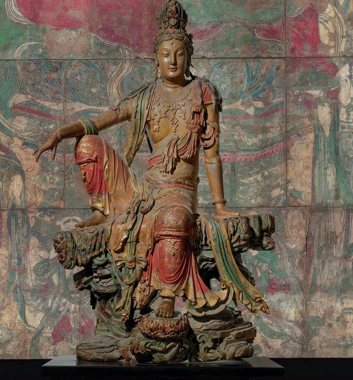 Guanyin, statue en bois sculpté polychrome de la dynastie Liao
