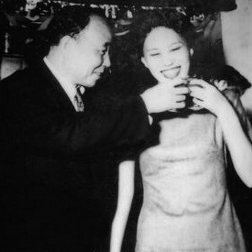 Liang Tungtsai etsa partenaire de danse célébrant la victoire d'un concours