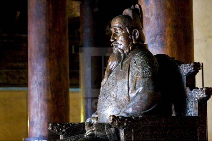 Statue de l'empereur Yongle au site des tombeaux Ming, Chang Ling Way, Pékin (Pékin), Chine