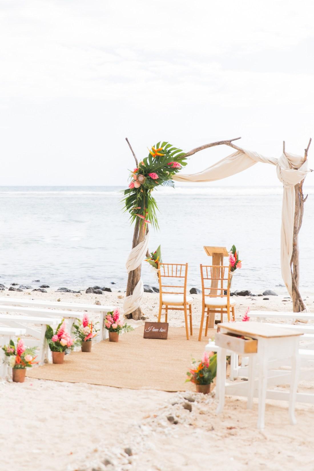 Un mariage tropical sur la plage du Choka Bleu à la Réunion
