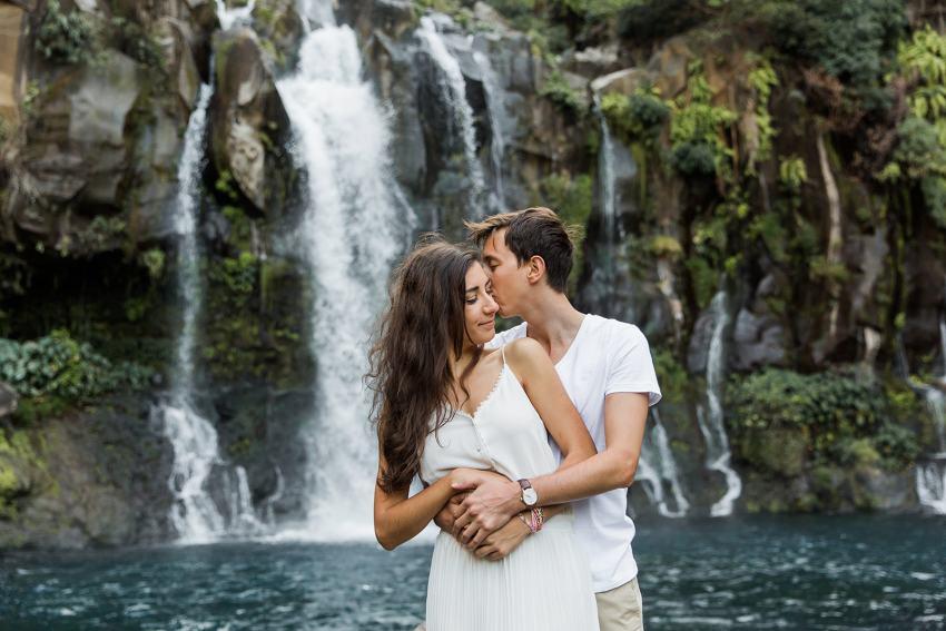 5 raisons de se marier à la Réunion - Cascade - mariage - Fanny Tiara