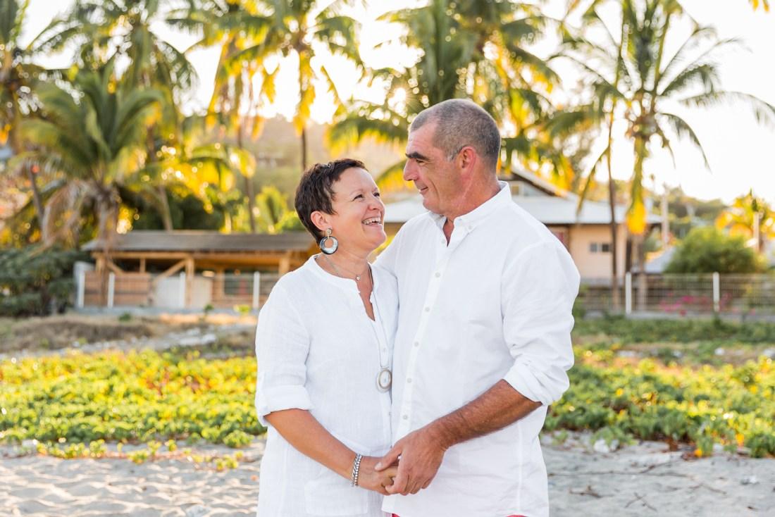 un couple âgé amoureux à la Réunion