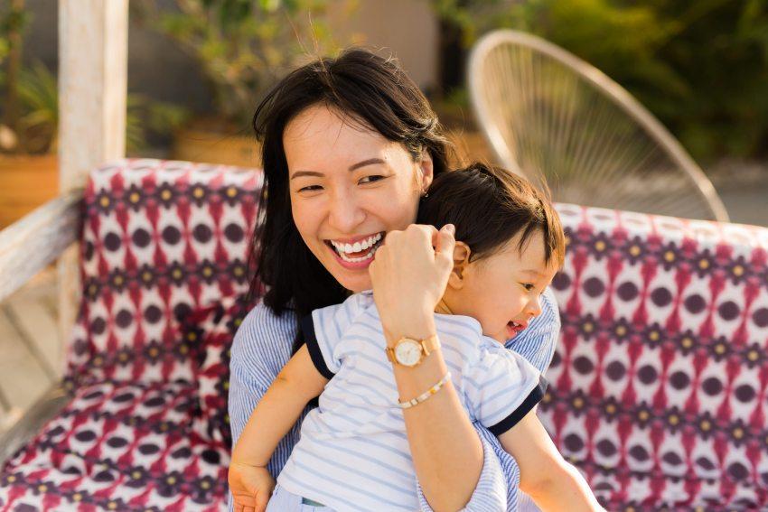 la complicité mère fils lors d'une séance photo à la Réunion