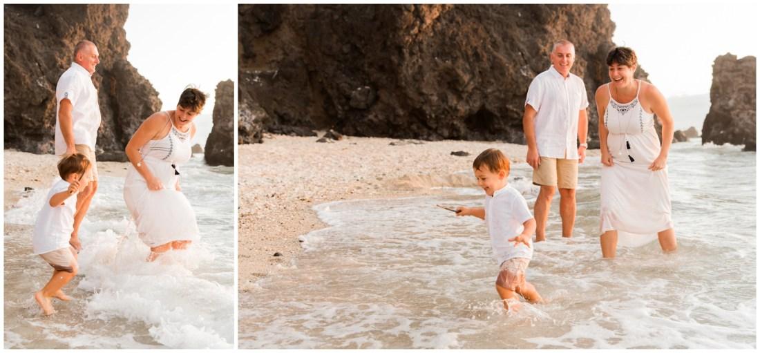 Une séance famille à la plage lors de vacances à la Réunion