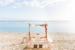 Une cérémonie laïque pour un renouvellement de voeux de mariage intime