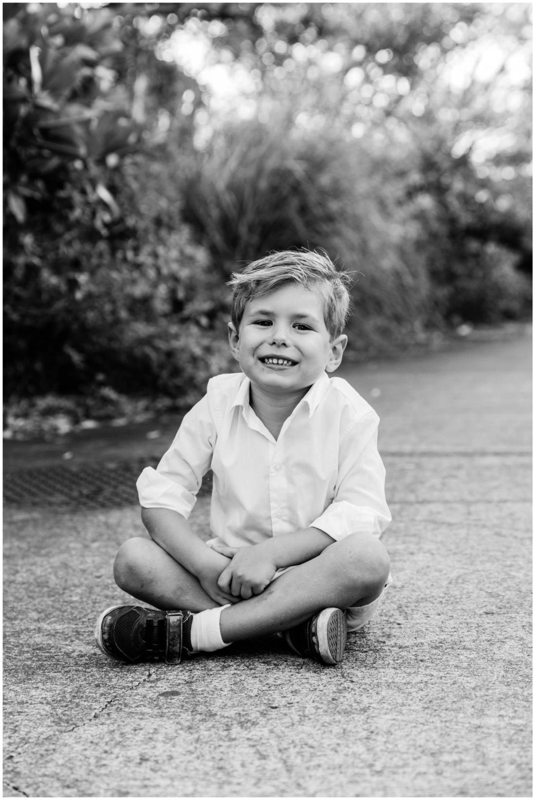Portrait d'un enfant lors d'une séance photo par une photographe de famille à la Réunion