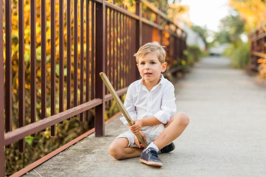 Portrait d'enfant lors d'une séance famille sur Sainte-Marie de la Réunion