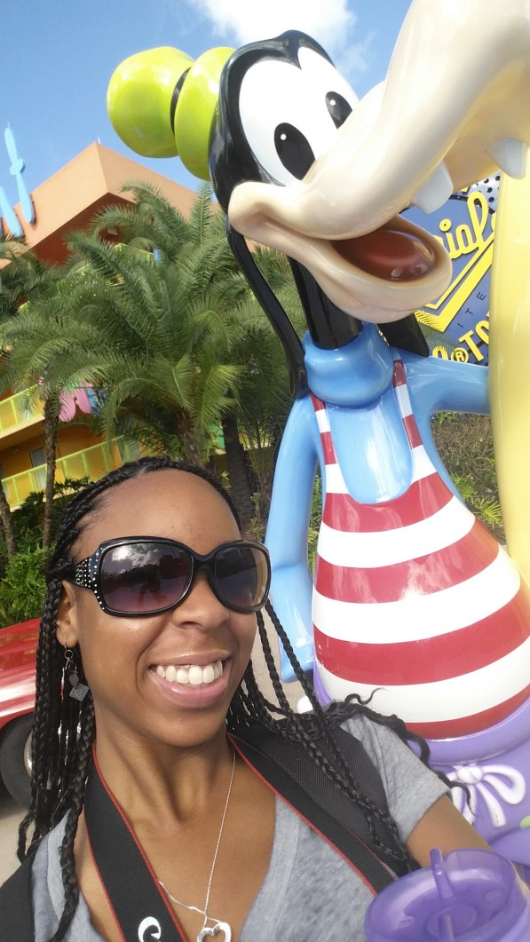 My first selfie in Orlando, with Goofy!