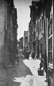 Grote Stokstraat 1930 - hoek links Eikelstraat, rechts Morenstraat