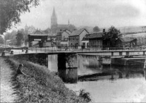 Lage Kanaaldijk met kerk v. St. Pieter