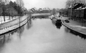 St. Pieterskade met kanaal winter