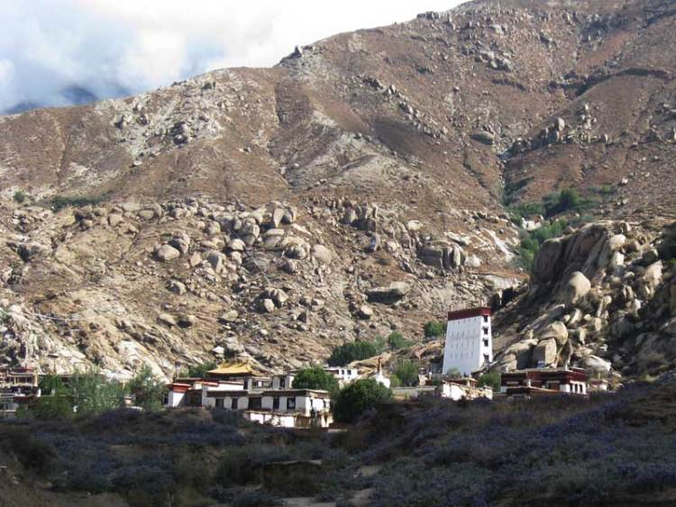 sera monastery before shoton festival
