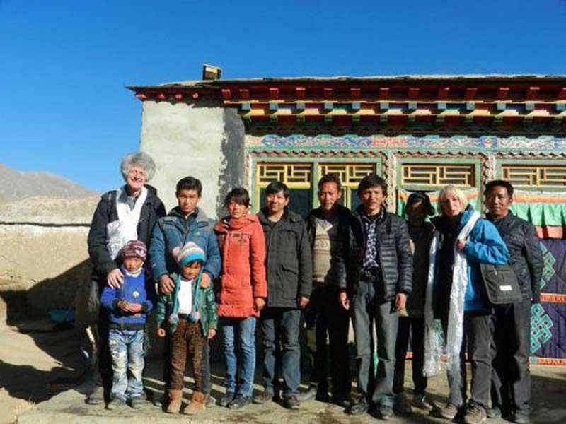 Avec quelques enseignants de l'école d'Emagang (18 décembre 2012)