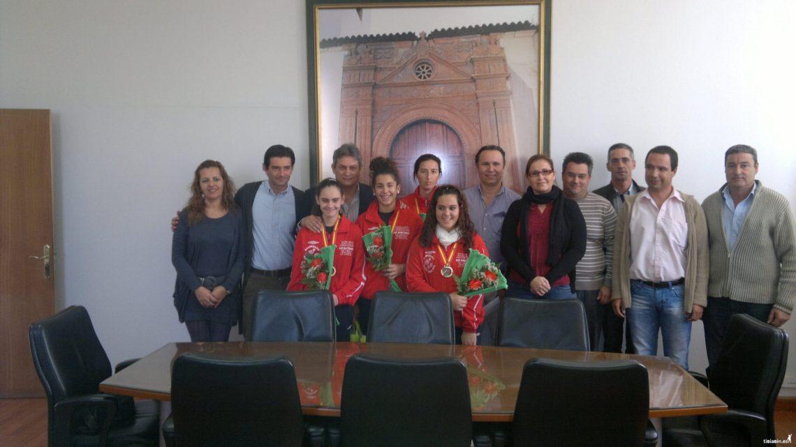 Las campeonas de España del Club Balonmano Morro Jable, recibidas por el alcalde y la corporación del Ayuntamiento de Pájara