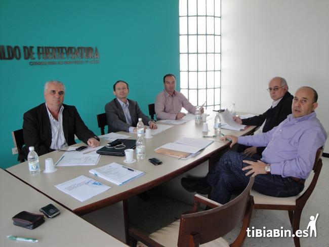 El Cabildo colabora en la definición del calendario oficial de automovilismo 2012 en Fuerteventura