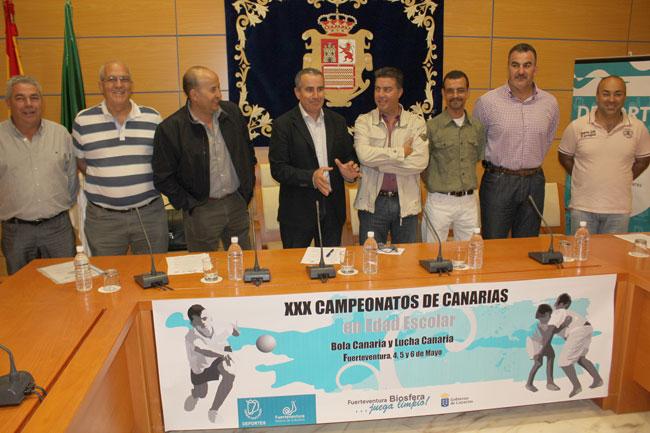 Fuerteventura acogerá en mayo los Campeonatos de Canarias escolares de lucha canaria y bola canaria