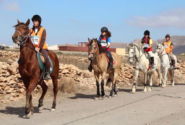 Éxito de participación en el I Raid Hípico Social organizado por el centro 'Crines del Viento'