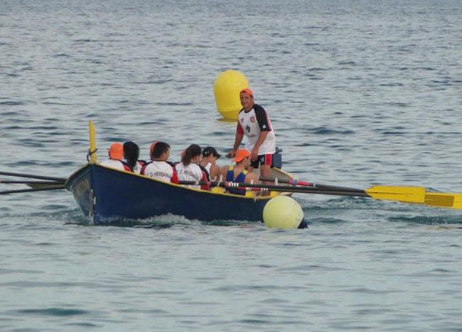 Deportes felicita a la sección de remo del Club Deportivo Herbania por sus éxitos en la regata anual La Llarga celebrada en Badalona