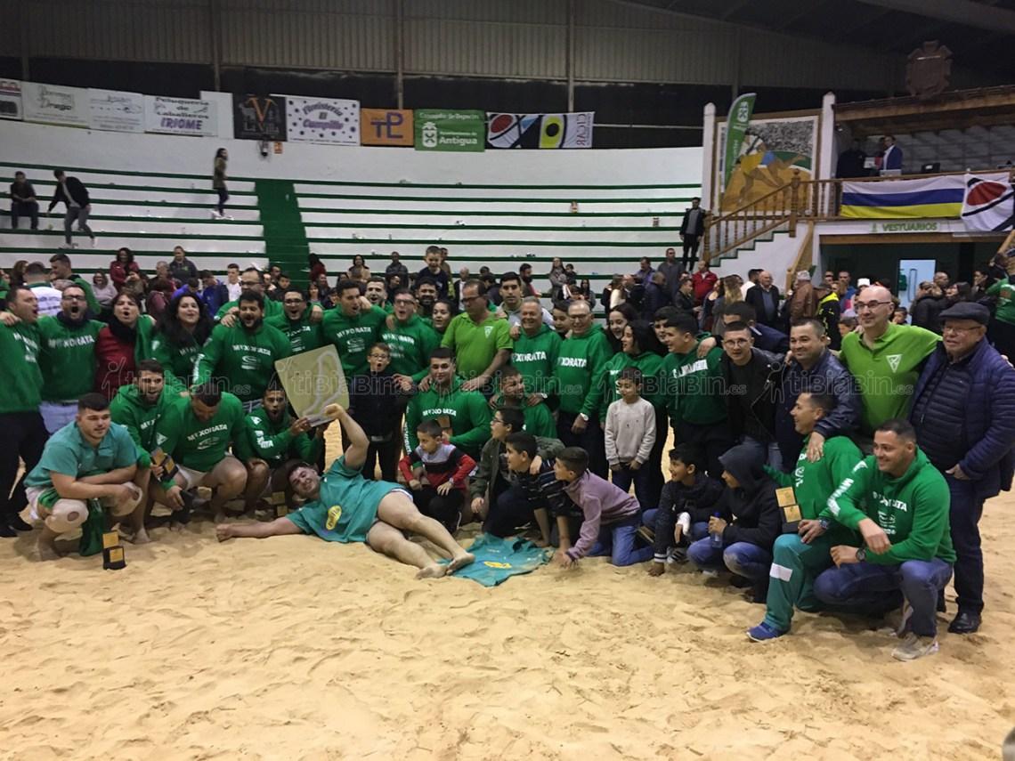 Dos campeones sobre el terrero, extraordinario ambiente y título para el Maxorata