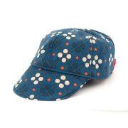 Gorra con visera ideal para proteger a los niños del sol. Con estampado vintage en azul.