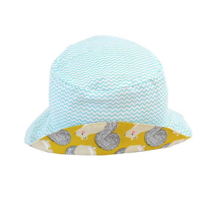 Con divertido estampado de · Gorro tipo pescador para proteger del sol a  niños y bebes. Con divertido estampado de 9e2754adf2b