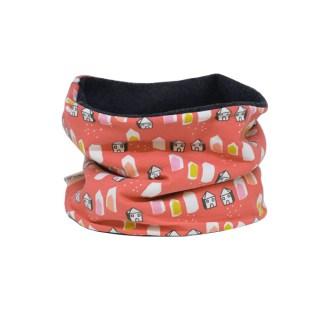 Cuello polar tipo braga con estampado rojo de casas. Protege del frío a tus hijos en invierno.