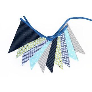 Guirnalda decorativa de tela en geométricos azules