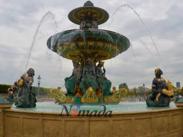 Una de las fuentes de la plaza