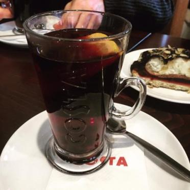 Foto: https://www.tripadvisor.co.uk/LocationPhotoDirectLink-g274707-d7690995-i167936732-Costa_Coffee-Prague_Bohemia.html