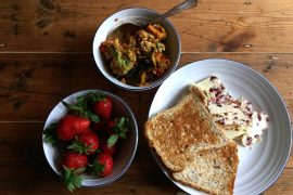 Brunch - Toast, cranberry cheese, curry and strawberries