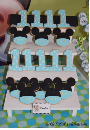 baby-mickey-mouse-1st-birthday-party-table-cookies