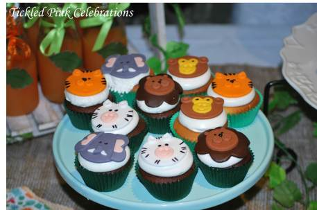 Jungle Safari Party table lolly buffet-animal cupcakes