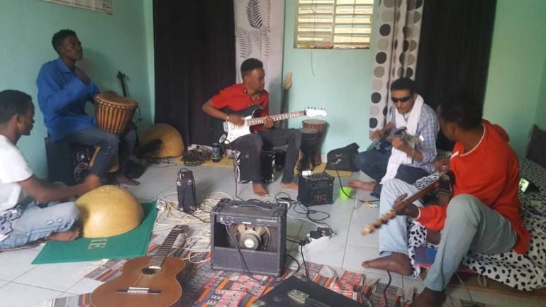 Bombino-rock touareg- répétition à TIDAWT