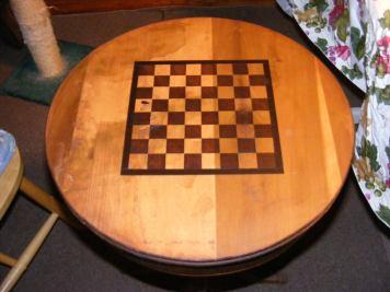 round chess table border