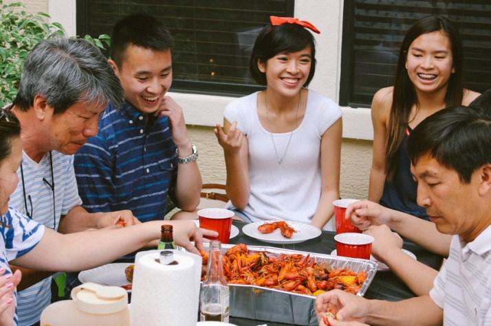 family-crawfish-boil-2014-22a