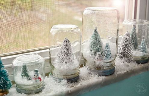 Need something to keep the kids busy when they are cooped up in the cold weather? Here are 8 Indoor Winter Crafts Your Kids Will Love! via tipsaholic.com #winter #crafts #kids #kidcraft #coldweather