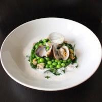 Coquillages, légumes du potager et écume à l'ail des ours et poivre de Tasmanie
