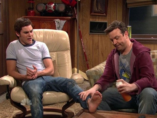 Jason Sudeikis Eats Zac Efron's Foot