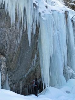 Riesige Eiszapfen beim Pochtenfall