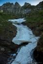 Schneefeld auf dem Weg zwischen Odro und Bardughè
