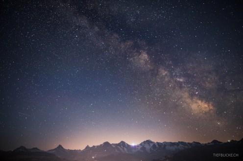 Milchstrasse über Berner Alpen