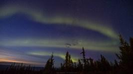 Nordlichter kurz nach Sonnenuntergang