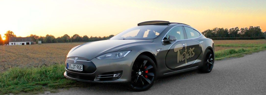Tesla Sonnenuntergang