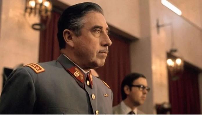 Resultado de imagen para Fotos de El Parlamento chileno elimina de la Constitución la firma del dictador Augusto Pinochet.
